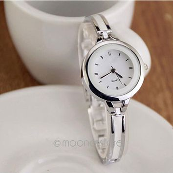 Vintage Elegant Princess Women Ladies Students Bracelet Round Case Wrist Watch Quartz OL Wrist Watch Girl Analog Cuff Bangle