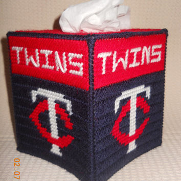 Minnesota Twins Tissue box cover in plastic canvas
