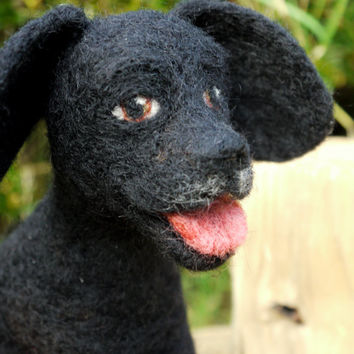Pet portrait. Felted dog, custom order. Felt animal pet. Needlefelt black labrador. Felted labrador. Wool felt dog. Needle felted animal.