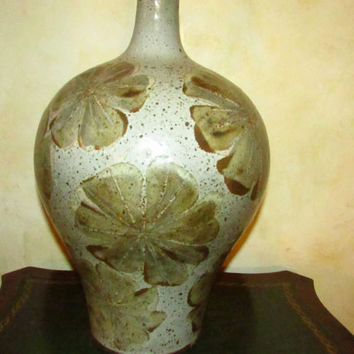Mid-Centry Large Ceramic, Textured Lamp in Olive Green Colors.