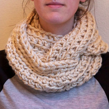 Beige / Cream Chunky Infinity Scarf, Ribbed Scarf Cowl, Chunky Scarf Infinity, Crochet Circle Scarf