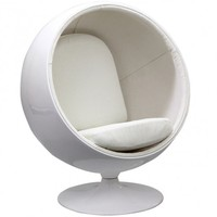 Kaddur Lounge Chair in White