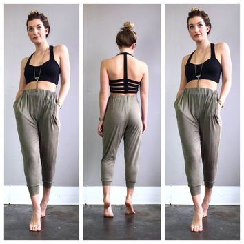 A Casual Harem Joggers with Pockets in Olive