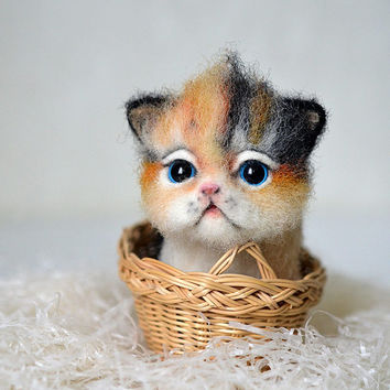 Needle felted little kitten. Tiny cute cat. Miniature animal. Sweet gift. Small toy.