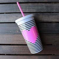 ban.do sip sip tumbler with straw - black/stripe with neon pink heart