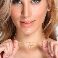 Gold Round Cut Out Pendent Necklace