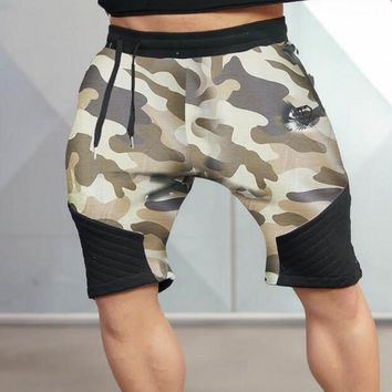 2016 new clothing brand is motion camouflage shorts and the men's gymnastics garment men's fitness Bermuda