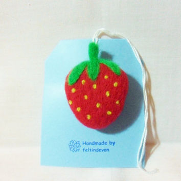 needle felted brooch - strawberry brooch - 100% merino wool - needle felted strawberry - fruit brooch - felt strawberry brooch