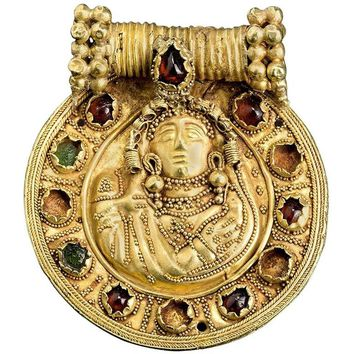 Nabataean 1st Century AD Gold Pendant with Garnet and Glass Inlays