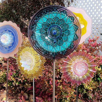 Cyber Monday Sale Colorful Glass Flower Garden Art Sculpture Outdoor Yard Decor Recycled Glass Plate Flower Garden Stake For The Artisan Gar