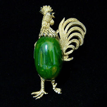 Bakelite Jelly Belly Rooster Pin, Marbled Green Cabochon, Gold Tone Chicken Brooch, Mid Century Figural Animal Jewelry 917
