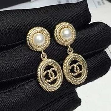 8DESS Chanel Women Fashion Pearls Stud Earring Jewelry