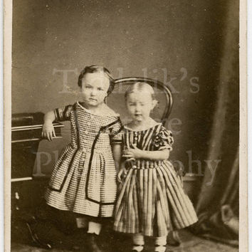 CDV Carte de Visite Photo - 2 Victorian Young Girls Sisters - Jennings of Market Harboro England