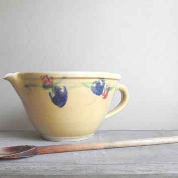 Vintage Batter Bowl with Handle / Handcrafted Pottery Mixing Pour Bowl / Large Stoneware Bowl / Kitchenware Farmhouse Kitchen Decor