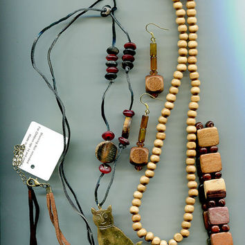mixed costume jewelry lot wood leather necklaces earrings bracelets 5 pieces vintage 80s 90s jewelry cat bead drop beaded wooden jewelry