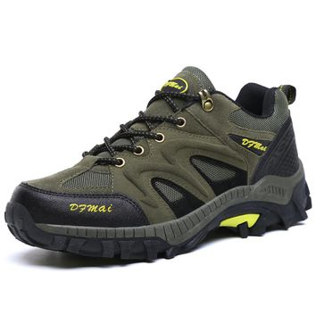 New Outdoor Walking Hiking Shoes Men Breathable Men Hunting Boots Army Green Hiking Trekking Sneakers Summer Trail Shoes