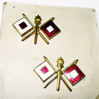 Army Signal Corp Flag Tack Pins - Enamel Red & White Crossed Flags with Goldtone Flamed Staff on Original Card New Old Stock - 1950s 1960s