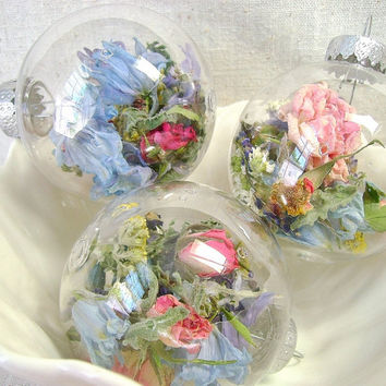 Dried flower clear ornaments, Clear bulbs with flowers, Mixture of flowers, Floral blend, Lavender, Roses, Feverfew, Yarrow, Delphinium