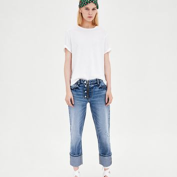 MID-RISE JEANS WITH TURN-UP HEMS DETAILS