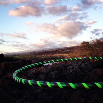 GLOW NeOn EmeRaLd  // Collapsible Travel Hula Hoop // Custom // Made to Order // Any Size // GLOW // UV reactive // Blacklight //Neon green