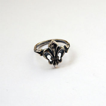 Fleur de lis Metal Silver plated Brass Casting Ring Size 5