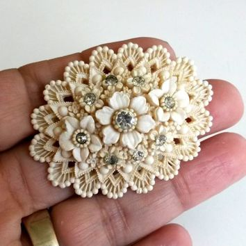 "Vtg 1940s Beige Floral Featherlite Plastic Blear Rhinestone Pin Oval 2""L"