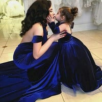 New Design Halter Neck Velvet Mermaid Prom Dresses Sleeveless Sexy Backless Sweep Train Formal Evening Gowns