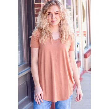 {Camel} Best Basic S/S V-neck Rounded Hem Top