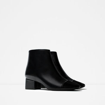 CAP TOE ANKLE BOOT