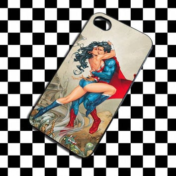 Superman and Wonder Woman Kissing Comic Design iPhone 4, iPhone 4S, iPhone 5, Samsung Galaxy S3, Samsung Galaxy S4 Case