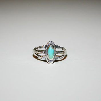 Beautiful Turquoise and Sterling Vintage Ring Band Size 7- free ship US