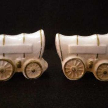 Conestoga Wagon Porcelain Salt and Pepper Shakers        (1246)