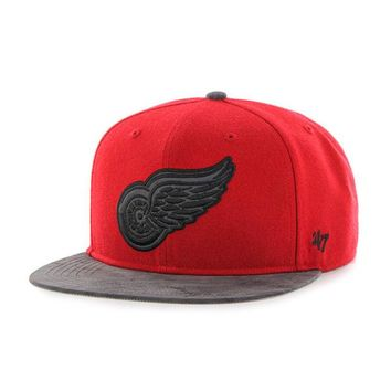 DCCKG8Q NHL 47 Brand Detroit Red Wings Red Moon Shot Captain Snapback