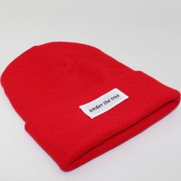 PEAPJ1A Under the tree patch lettering knit hat Red
