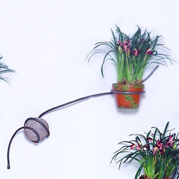 horizontal, outdoor, wall mount one vase planter