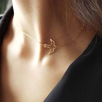 Hollow Bird Pendant Chain Choker 1pc