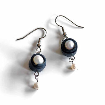 Black rubber wrapped freshwater pearl earrings , black and white dangle earrings , upcycled bicycle inner tube jewelry , eco chic jewelry