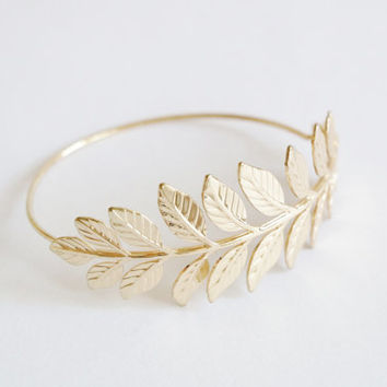 Gold leaf bracelet, gold leaf bangle, gold barcelet, leaves bracelet, gold leaf jewelry, bridesmaid bracelet, bridesmaid gift, under 10