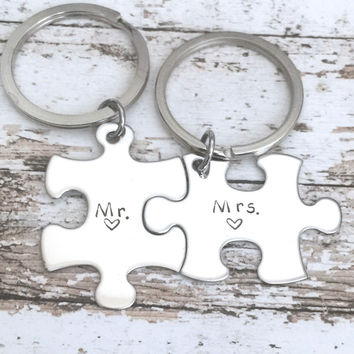 Wedding gift for Couples, Mr Mrs keychains, Bride Groom , Anniversary Gift