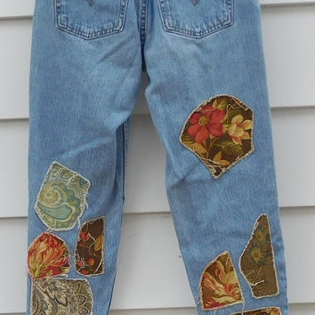 Levi Relaxed Fit Tapered Blue Denim Jeans Grunge Hippie Patchwork Size 9 High Waist Boyfriend Patched Medium Wash Frayed Stage Clothes Boho