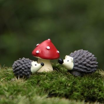 3Pcs/Set Artificial Mini Hedgehog with Red Dot Mushroom Miniatures Fairy Garden Gnomes Moss Terrarium Resin Crafts Decorations (