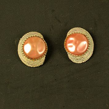 Coral Me Gold Vintage Earrings Clip-on