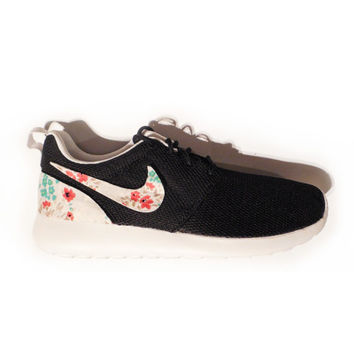 Womens'/Girls' Custom Nike Roshe Run - Black/Petite Floral V.2.
