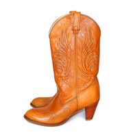 Vintage Acme boots. Women's cowgirl boots. Caramel brown leather boots. 70s Western boots. Boho boots.