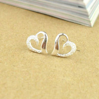 Semi-frosted heart-shaped 925 sterling silver earrings