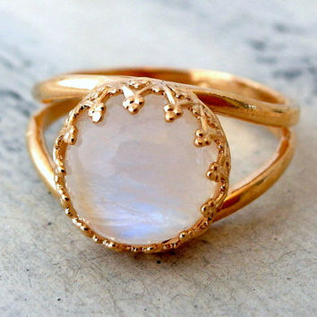 Moonstone ring, Gold ring, Gemstone ring, Rainbow moonstone ring, birthstone ring, Bridal ring, Delicate ring, Vintage ring, white ring