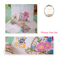 Vintage Hand Embroidered Napkins and Place Mat / Vintage Linens/ Tea Party/ Shabby Chic/ Country Chic / Vintage Table Decor
