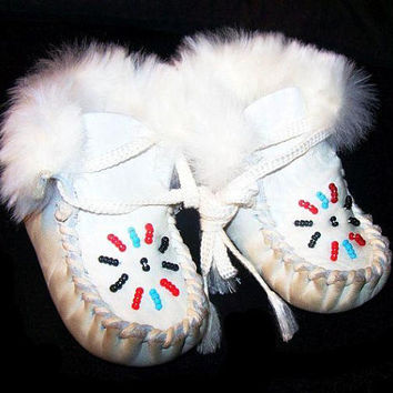 Native American Baby Moccasin Booties White Leather & Fur Red Blue Beads Sz 2 Vintage