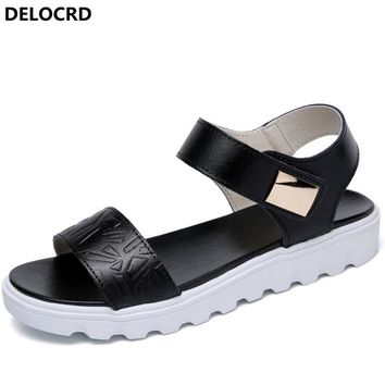 2018 New Summer Women's Sandals Casual Flat Sandals Breathable Leather Women's Sandals Word Buckle Beach Shoes Women's Footwear