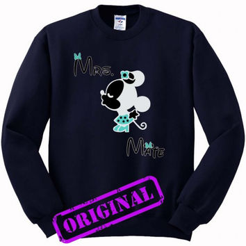 3 Minnie Kissing Mickey + Mrs + Mate for women for Sweater navy, Sweatshirt navy unisex adult